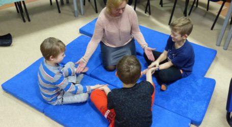 Socjoterapeutyczne zajęcia dla autystów z jednego procentu podatku dla Niebieskiego Skarbu